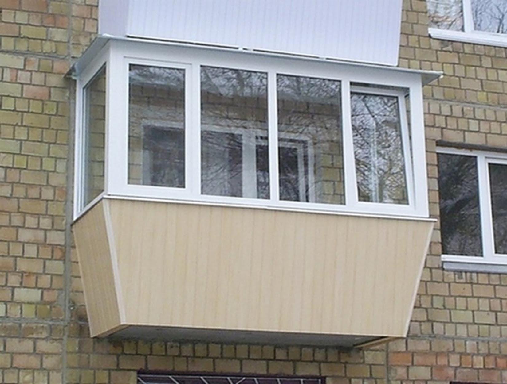 Остекление балконов с выносом.